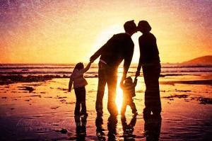 beach-children-dad-family-kids-kiss-Favim.com-57742